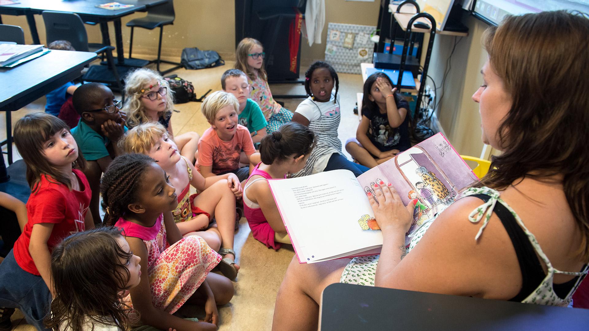 Hoe betrek je anderstalige nieuwkomers of anderstalige leerlingen tijdens de lessen taal en lezen? Enkele adviezen en tips.